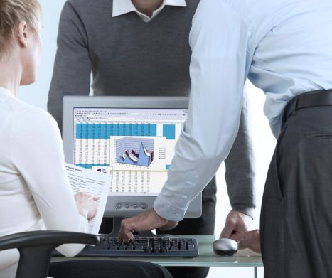 Why do businesses use spreadsheets